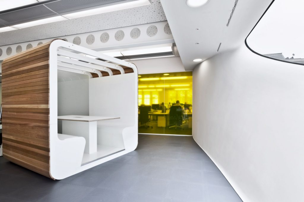 open plan vs closed plan office design interactive space